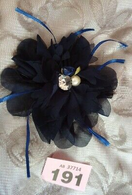 ■ Bnwt (£8) Navy Blue Organza Flower Fascinator with Embellished centre. (P191)