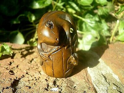 Hand Carved wood netsuke frog and mouse with bucket boxwood collectable figure 2