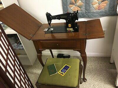 1949 Singer Model 201-2 Sewing Machine in Cabinet with Matching Stool AJ437423