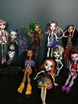 Monster high doll lot Used + Fashion Coffin + Outfits + Custom Catrine DeMew