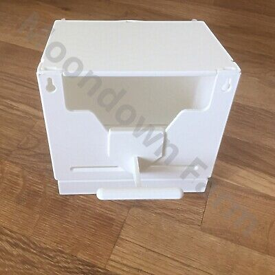 Plastic Finch Nest Box With Hooks Front & Back For Exotic Finches, Birds