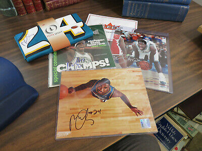 LOT 4 - Mateen Cleaves Signed Memorabilia - Jersey  8x10  Sports Illustrated