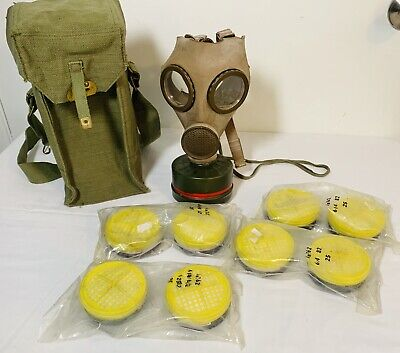 VINTAGE 1956 MILITARY M.51 CHEMICAL BIOLOGICAL GAS MASK & CARRYING BAG & More