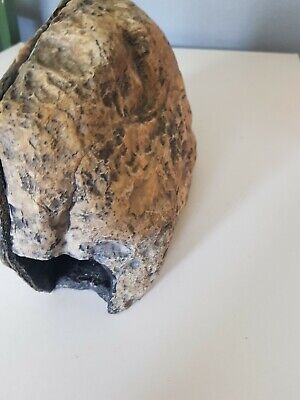 Very Large Natural Look Reptile  Spider Rock Hide Cave   Magnetic Catch