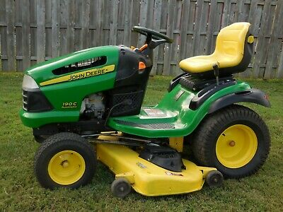 JOHN DEERE 320 Hydrostatic Lawn Tractor With 48 Inch