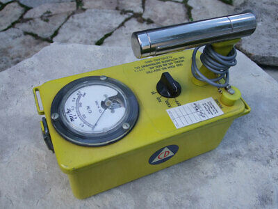 VICTOREEN, L4826- Vintage Civil Defense Radiation Detection Geiger Counter