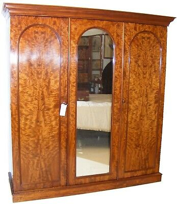 Good Quality Antique 19Th Century Mahogany Large Triple Wardrobe