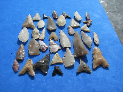 Wonderful Lot 34  Sahara Neolithic projectile points 4,000 B.C.