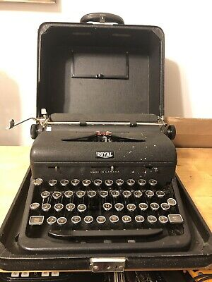 Vintage Royal Quiet De Luxe Deluxe Portable Manual Typewriter with Hard Case