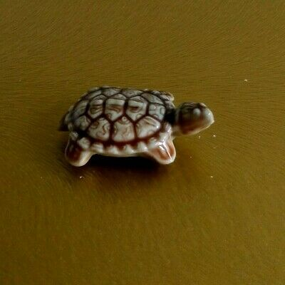 WADE WHIMSIES ENGLAND PORCELAIN TURTLE  - 45mm long  [091]