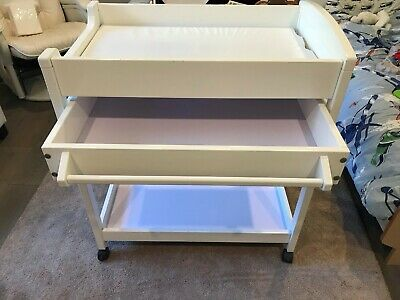 baby change table white with foam mat incl, good condition