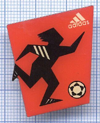 Pin's badge sport marque Adidas compétition sponsor Football Fussball