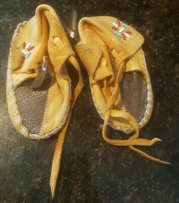 VTG Baby Moccasins Soft Sole Leather Shoes Slippers with beads. Very nice
