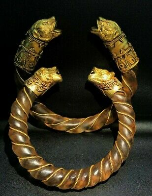 Pair of bracelets with rock crystal hoops and gold tiger heads, Gold, rock cryst