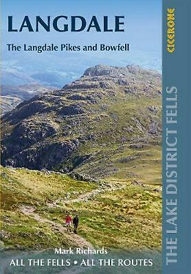Walking the Lake District Fells - Langdale: The Langdale Pikes and Bowfell by Ma