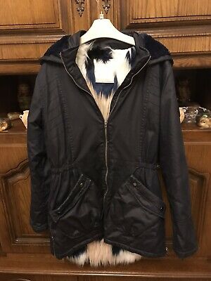 Girl navy blue hooded winter coat, water resistant 13 years very good condition
