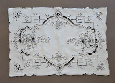 *8 Vintage 1970s Hand Embroidered Cream Cotton Place Mats