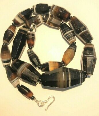a beautiful antiques banded agate necklace  beads