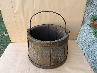 0OLD ANTIQUE PRIMITIVE WOODEN BUCKET WITH HANDLE DRAWING WATER OF WELL 19th
