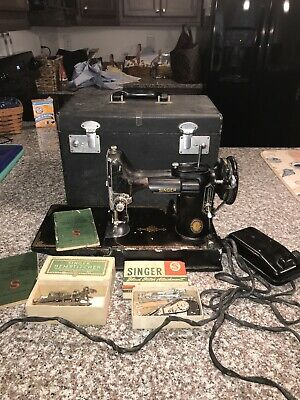 Vintage 1950 Singer Featherweight Sewing Machine w/Case