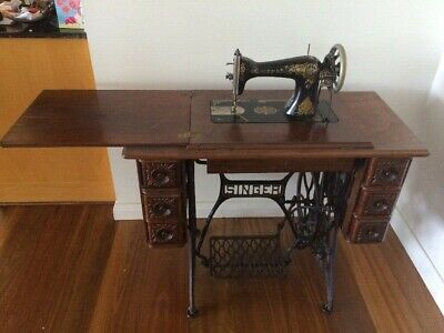 Vintage Antique Treadle SINGER SEWING MACHINE with Table  - Sydney