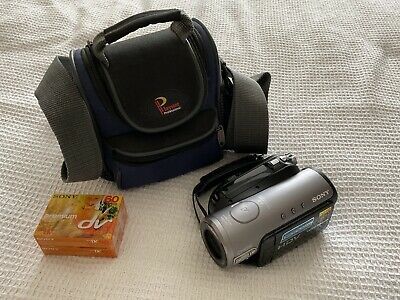 Sony HDR-HC3E Camcorder Carl Zeiss Full 1080 HD Mini DV, case and 2 new tapes.