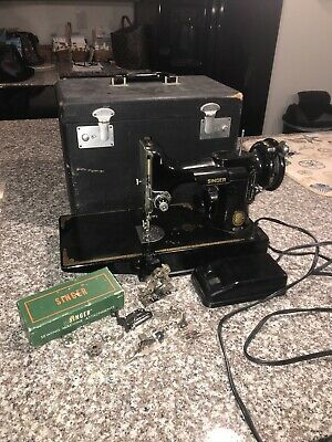 Vintage 1953 Singer Featherweight Sewing Machine w/Case - Works