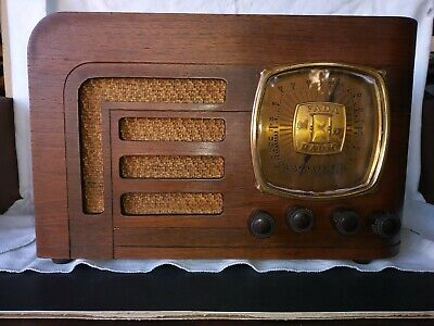 BEAUTIFUL AND RARE 1937 FADA  ART DECO WOOD RADIO RECEIVER with GOLD DIAL PLATE