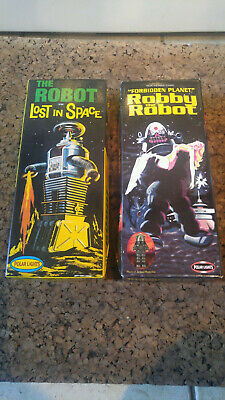 2 Pack Polar Lights 5025 & 5030 Forbidden Planet ROBBY the ROBOT Lost in Space!
