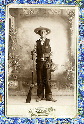 1880s FANCY YOUNG WESTERN SHOW COWBOY WITH PISTOL & RIFLE KANSAS CABINET PHOTO