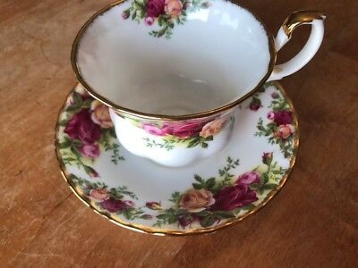Royal Albert  OLD COUNTRY ROSES TEA CUP AND SAUCER ENGLAND