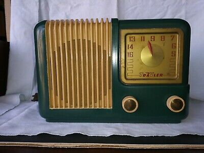 Vintage 1946 Trav-Ler Am Bakelite Tube Radio Model  5002.   Works GREAT !