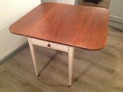 19th Century Antique Mahogany Pembroke Drop Leaf Table With Drawer