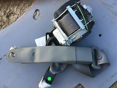 2006 Chrysler Pt Cruiser Front Driver  Side Seat Belt Complete