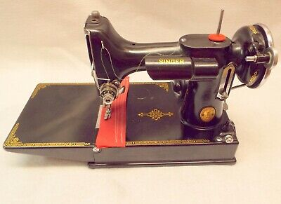 VINTAGE 1937 SINGER FEATHERWEIGHT 221 SEWING MACHINE w CASE ATTACHMENTS  WORKS