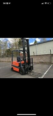 Used electric forklift / Toyota model;FBMF25, Year 2002. Capacity;2500kg.