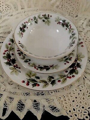 Christmas Dinnerware Service For 4, 12 Piece White, Red Berries,Ivy, Gold Trim