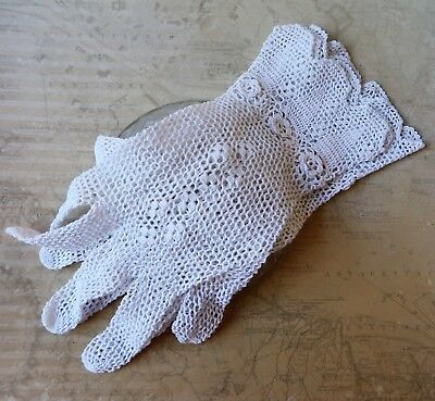 Vintage 1960s Hand Crotcheted White Cotton Lace Gloves