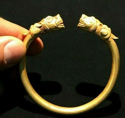 A beautiful old bracelet of gold. At the two ends has carved tiger