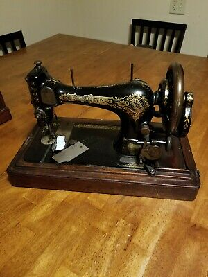 Singer Sewing Machine Antique 1906 Treadle In Great Condition with Elegant Case