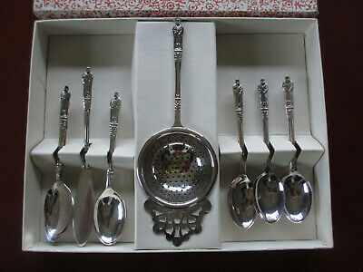 Vintage Sheffield Apostle spoon, tea strainer and butter knife set in box