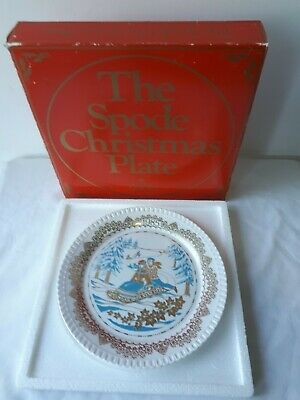 """SPODE Fine Bone China """"CHRISTMAS PASTIMES-TOBOGGANING"""" (1985) COLLECTOR PLATE."""