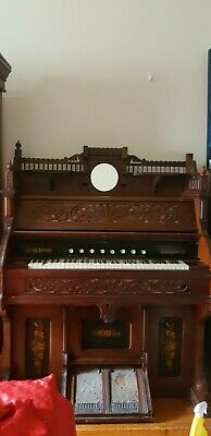Beautiful antique pedal church organ. Reed organ, needs restoration, pickup only