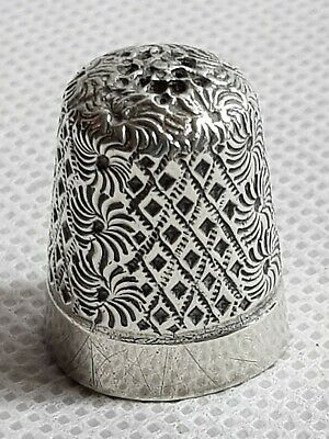 BeautifulAntique Hallmarked Sterling Silver Thimble. Height 2 cm