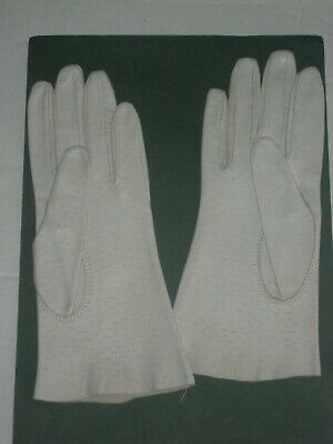 Pair of Ladies White sleeved Vintage Gloves - Size 6 1/2