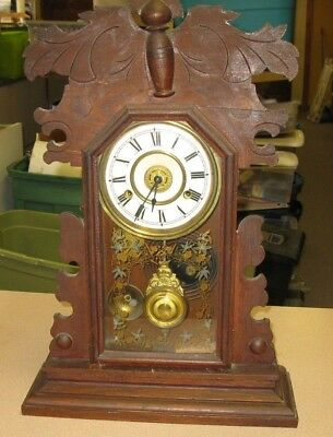 Mantle clock, New Haven Clock Co. USA, antique with key 8 day
