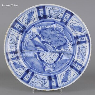 Nice large Dutch Delft Blue charger, Wanli pattern, early 18th century.