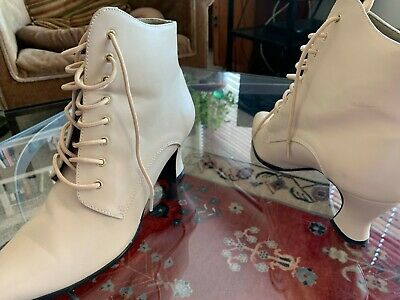 Women's Victorian Trading Co Lace-Up Boots size 7 1/2 US, 5 1/2 UK, 38 EUR