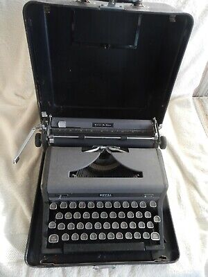 Royal Quiet DeLuxe Manual portable typewriter With Case