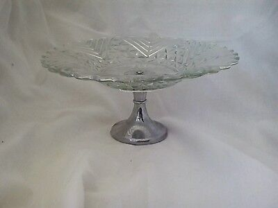 Cake serving stand in pale green pressed glass on chrome pedestal, vintage 1930s